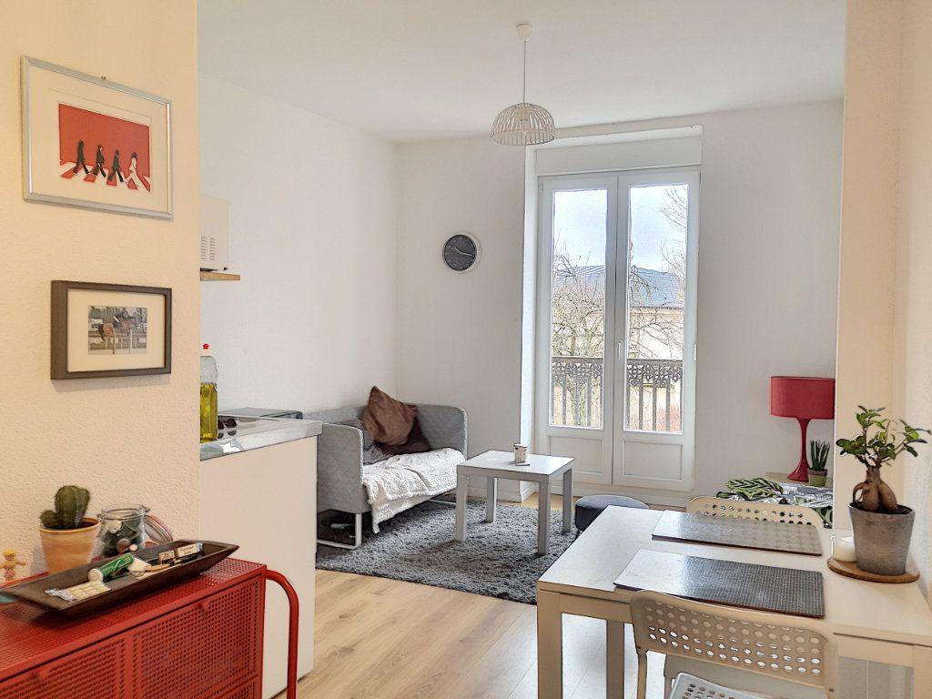Appartement à louer 2 27m2 à Vichy vignette-1
