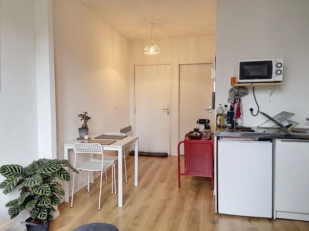 Appartement à louer 2 27m2 à Vichy vignette-4
