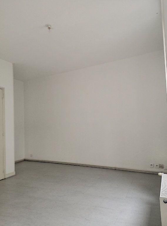 Appartement à louer 3 57.74m2 à Vichy vignette-3