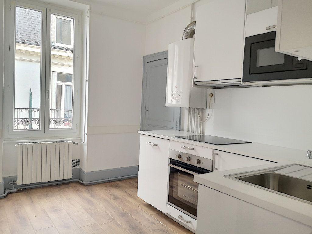 Appartement à louer 3 63.83m2 à Vichy vignette-3