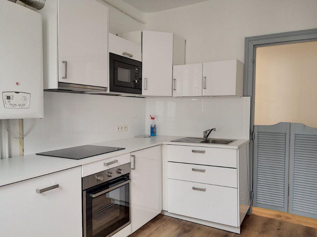 Appartement à louer 3 63.83m2 à Vichy vignette-4
