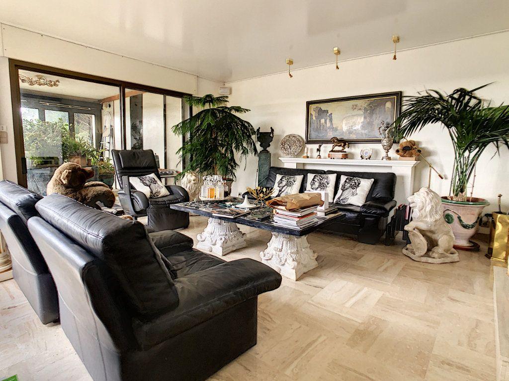 Maison à vendre 8 380m2 à Creuzier-le-Vieux vignette-1