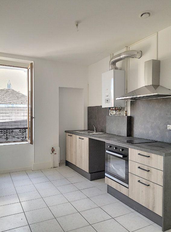 Appartement à louer 3 40m2 à Vichy vignette-1