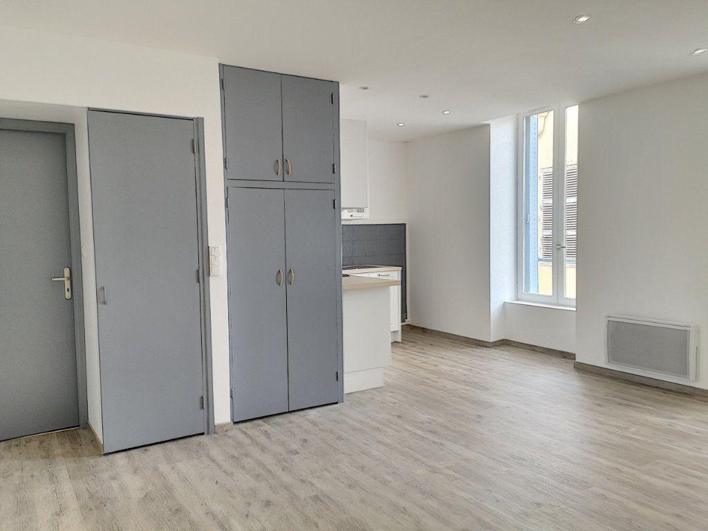 Appartement à louer 3 59m2 à Vichy vignette-2