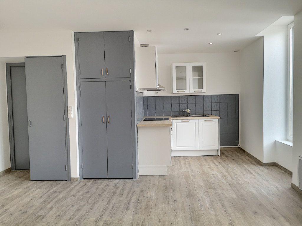 Appartement à louer 3 59m2 à Vichy vignette-3