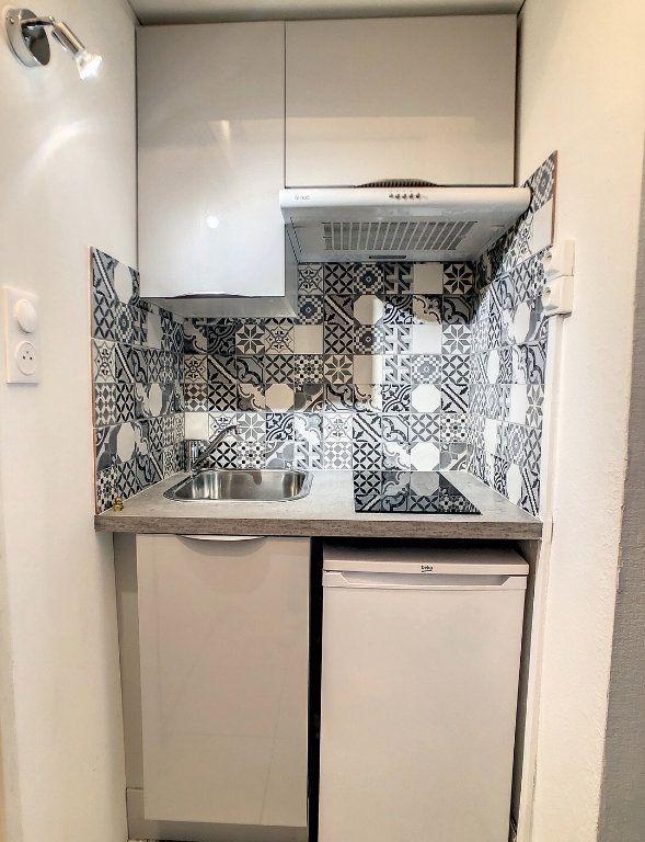 Appartement à louer 1 15m2 à Vichy vignette-2