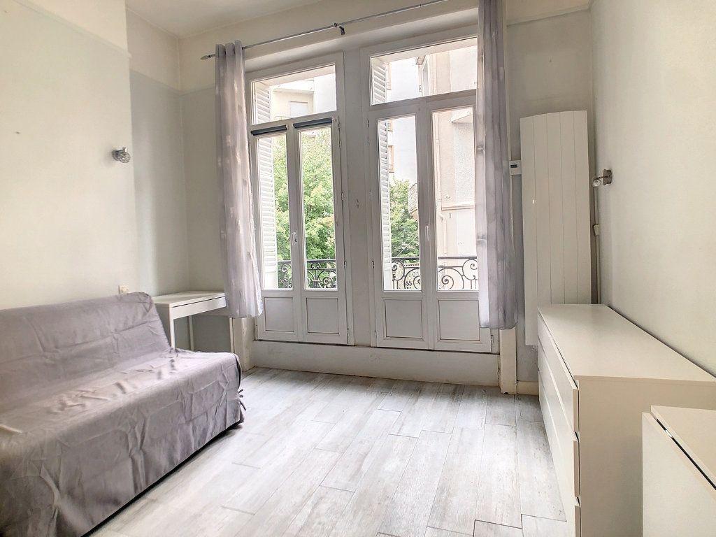Appartement à louer 1 15m2 à Vichy vignette-3