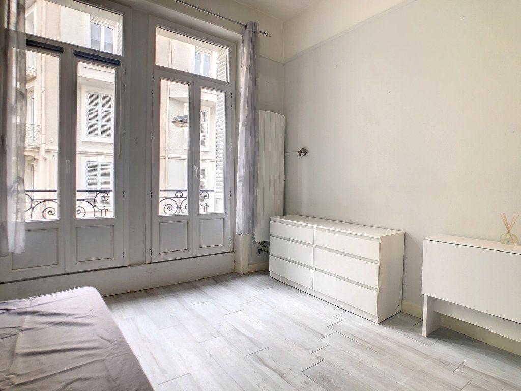 Appartement à louer 1 15m2 à Vichy vignette-4