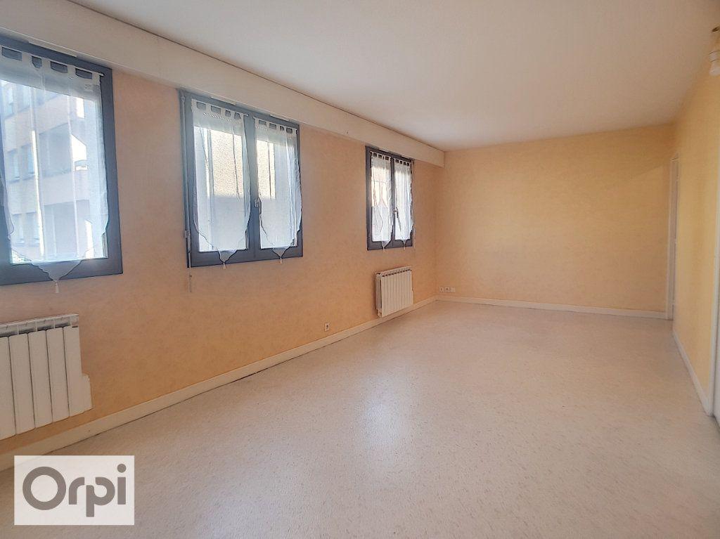 Appartement à louer 1 50m2 à Montluçon vignette-1