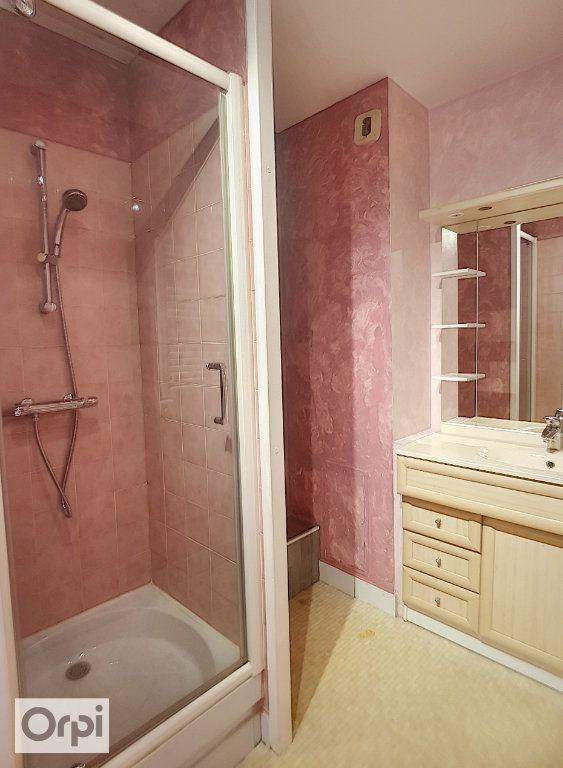 Appartement à louer 1 50m2 à Montluçon vignette-3