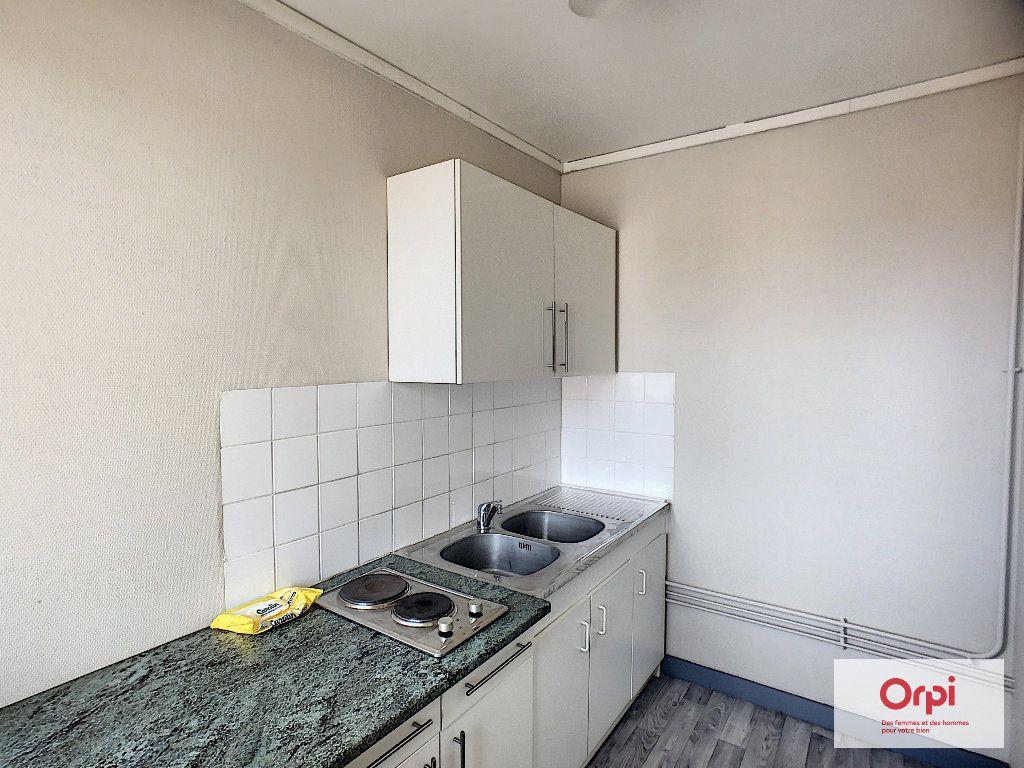 Appartement à louer 1 25.85m2 à Montluçon vignette-1