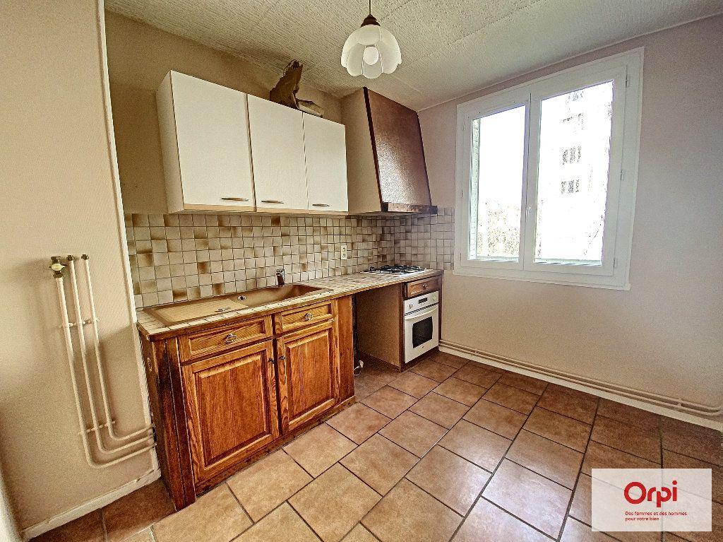 Appartement à louer 4 77m2 à Montluçon vignette-1