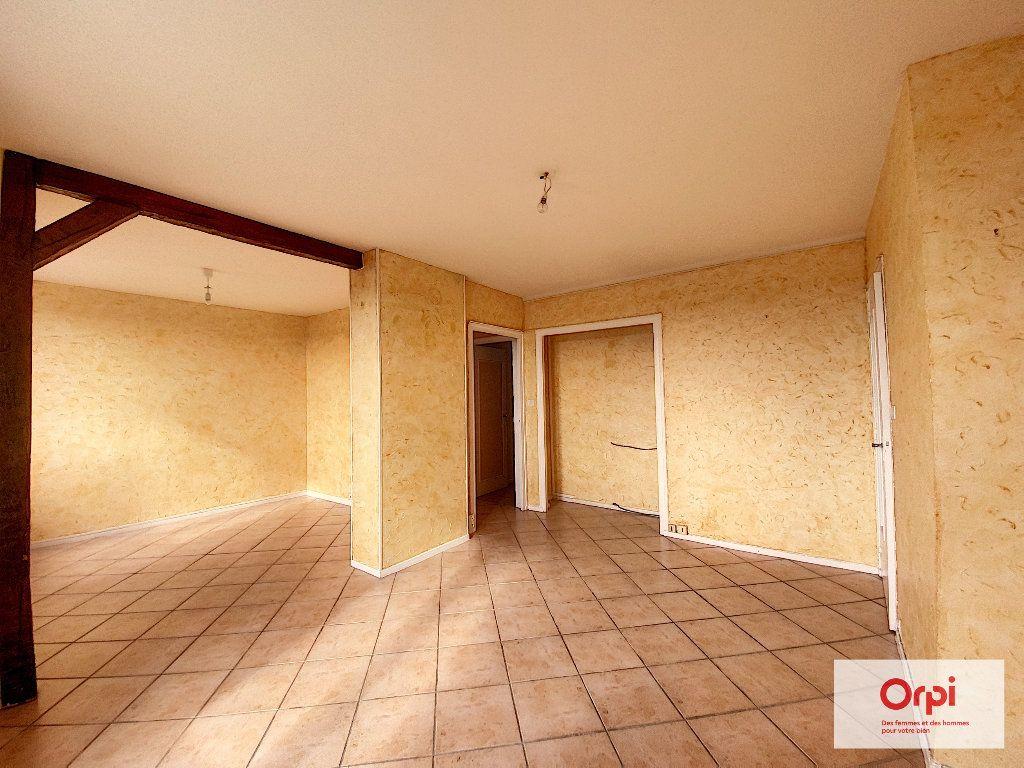 Appartement à louer 4 77m2 à Montluçon vignette-2