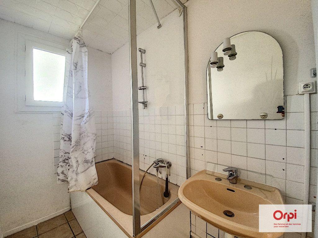 Appartement à louer 4 77m2 à Montluçon vignette-3