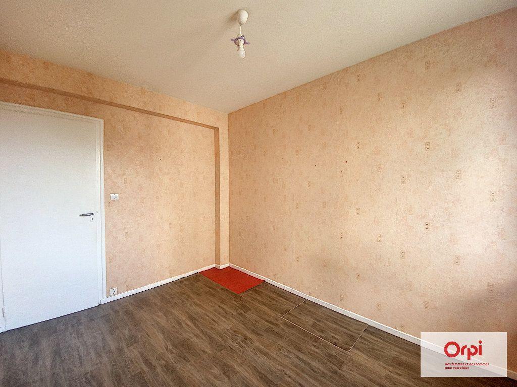 Appartement à louer 4 77m2 à Montluçon vignette-4