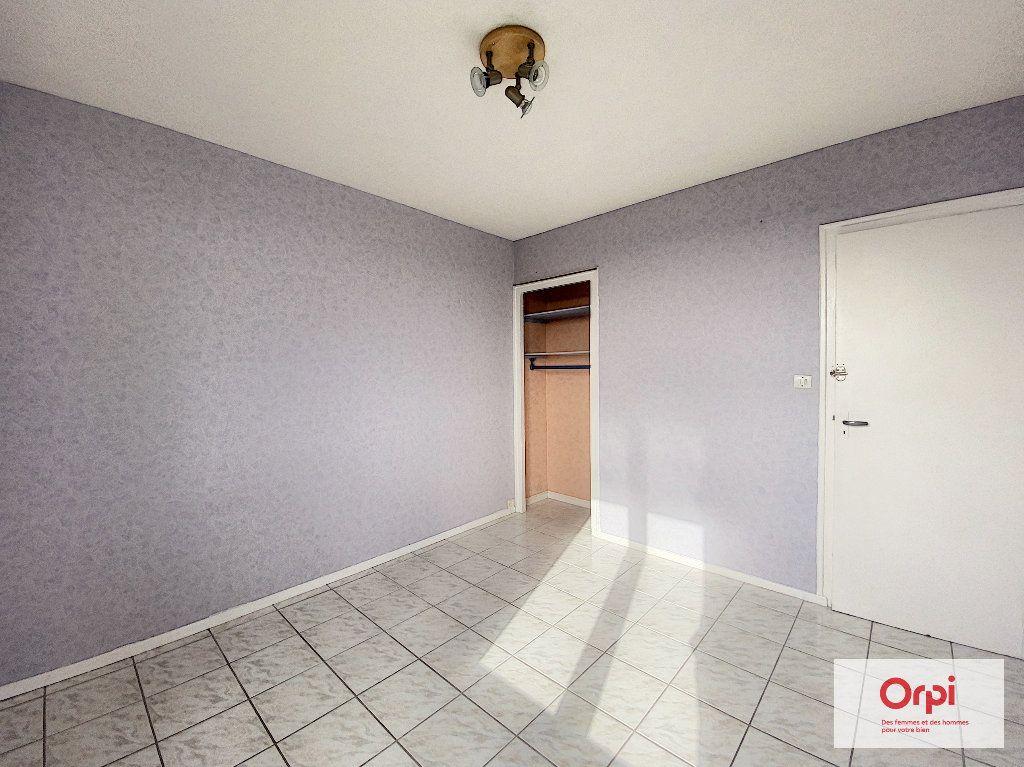 Appartement à louer 4 77m2 à Montluçon vignette-5