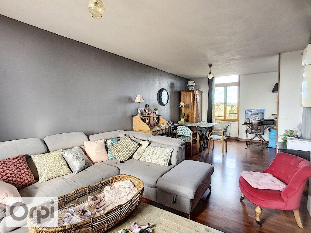 Appartement à louer 3 62.47m2 à Huriel vignette-1