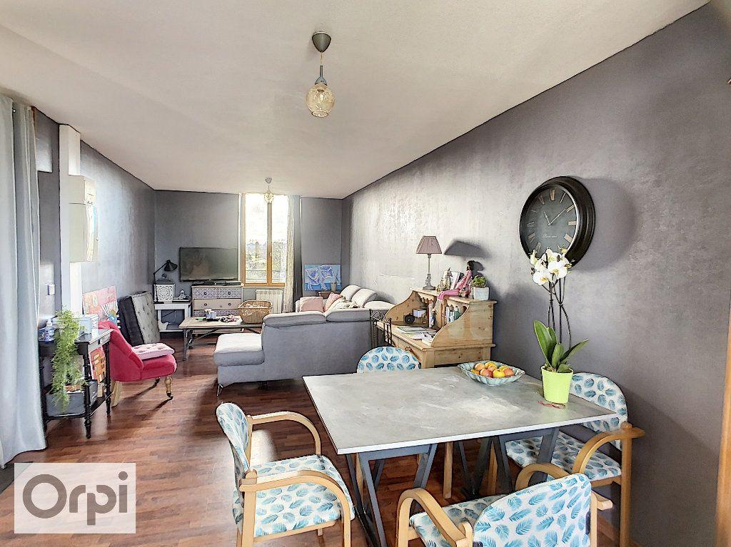 Appartement à louer 3 62.47m2 à Huriel vignette-2