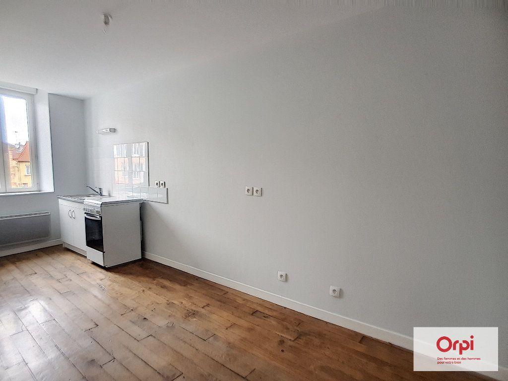 Appartement à louer 2 32m2 à Montmarault vignette-1