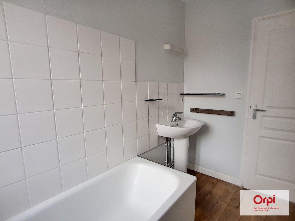 Appartement à louer 2 32m2 à Montmarault vignette-3