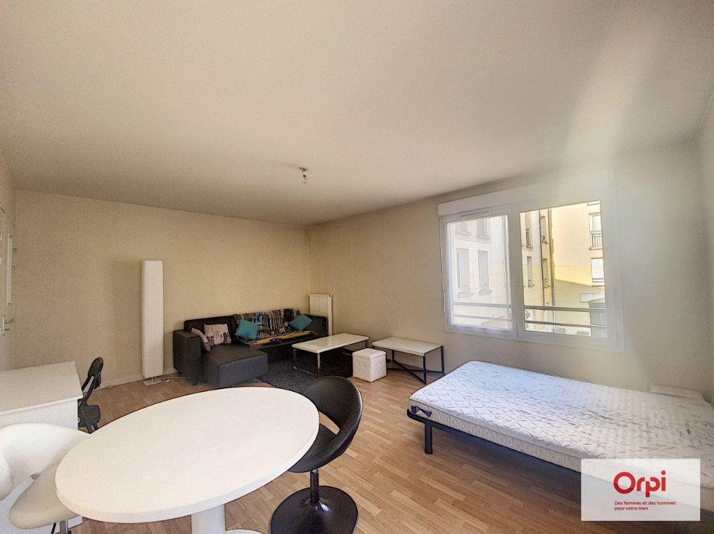 Appartement à louer 1 35m2 à Montluçon vignette-1
