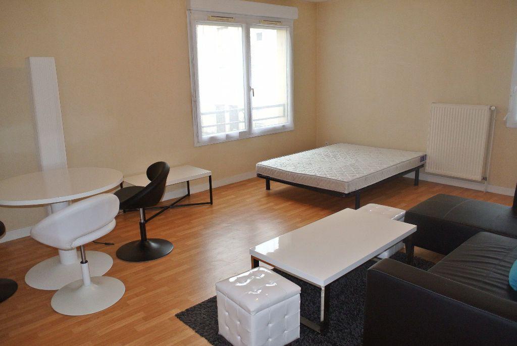 Appartement à louer 1 35m2 à Montluçon vignette-3