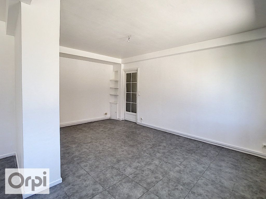 Appartement à louer 4 87.1m2 à Montluçon vignette-2