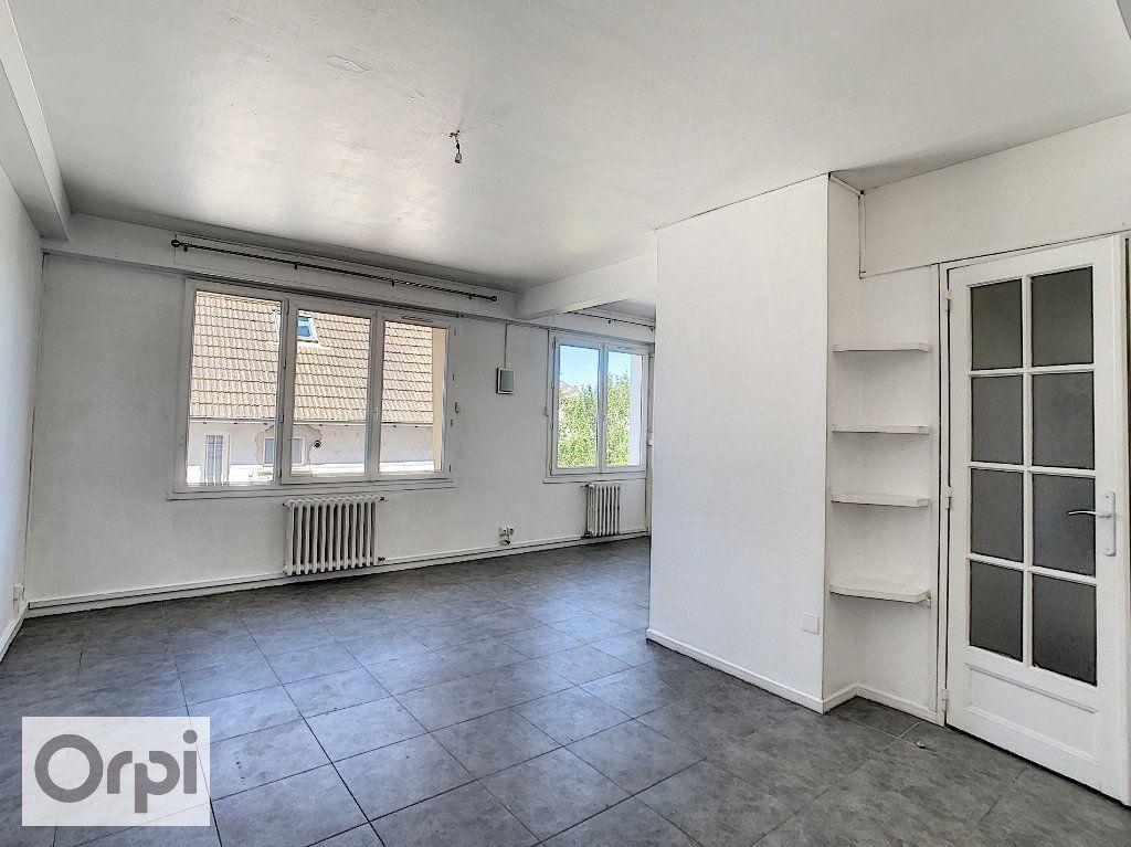 Appartement à louer 4 87.1m2 à Montluçon vignette-3