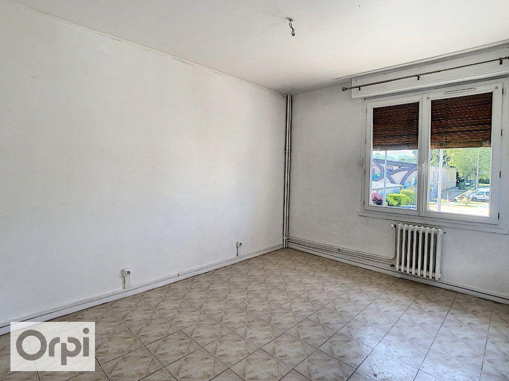 Appartement à louer 4 87.1m2 à Montluçon vignette-4