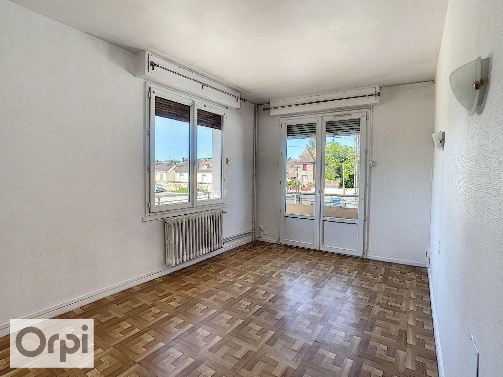 Appartement à louer 4 87.1m2 à Montluçon vignette-5