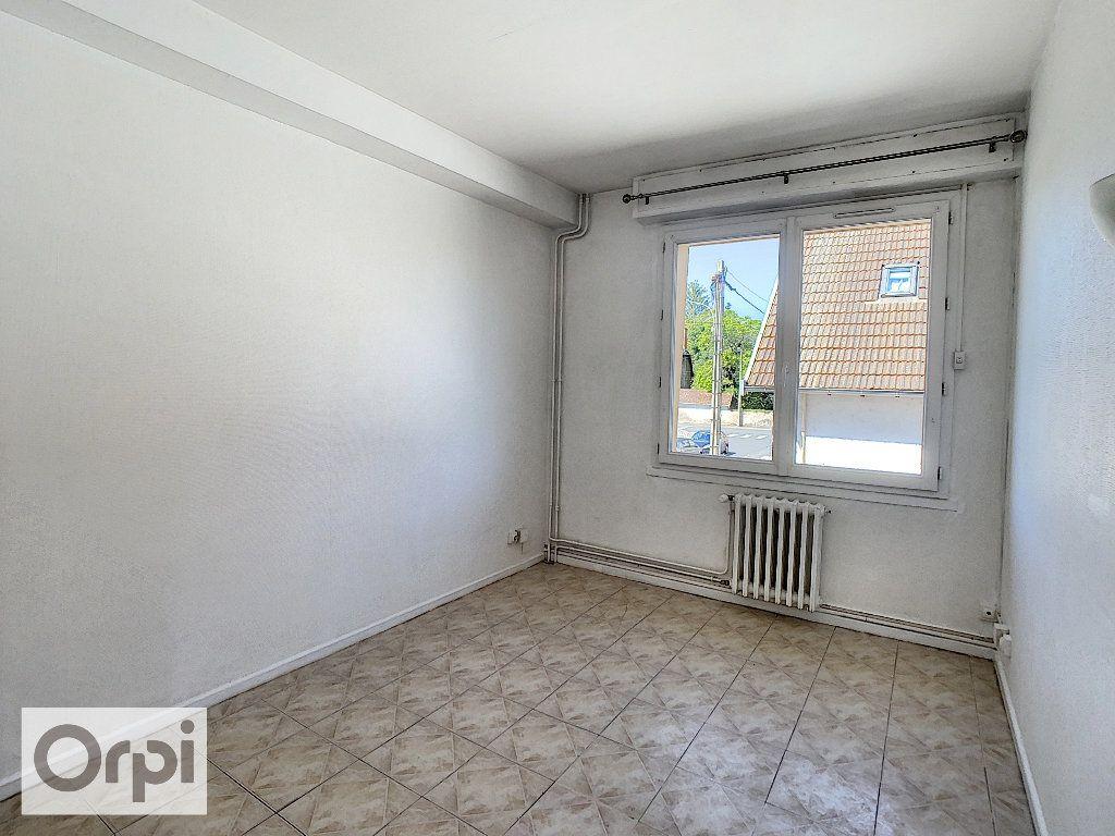Appartement à louer 4 87.1m2 à Montluçon vignette-6