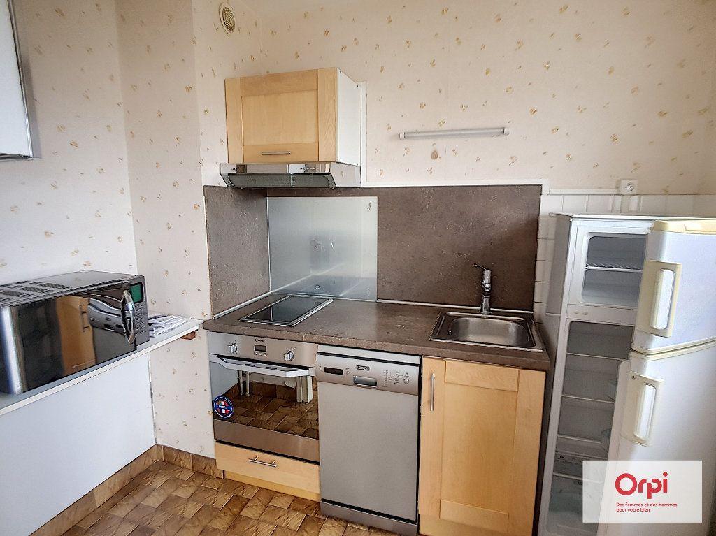 Appartement à louer 1 27m2 à Montluçon vignette-1