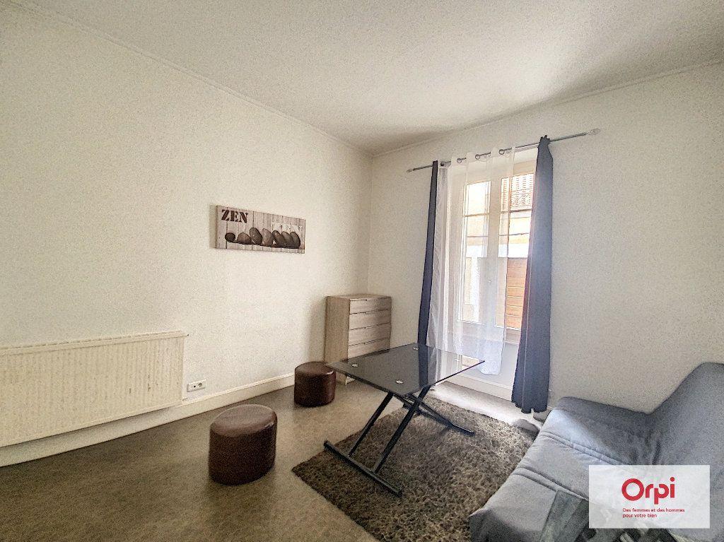 Appartement à louer 1 27.14m2 à Montluçon vignette-3