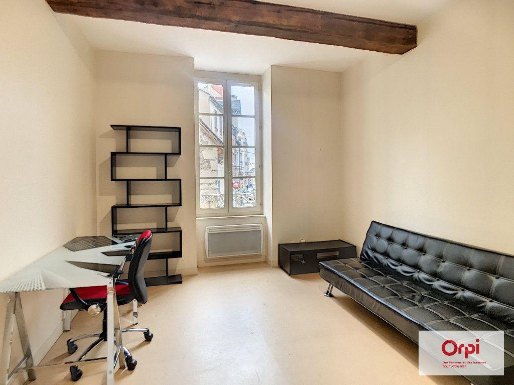 Appartement à louer 2 35m2 à Montluçon vignette-1