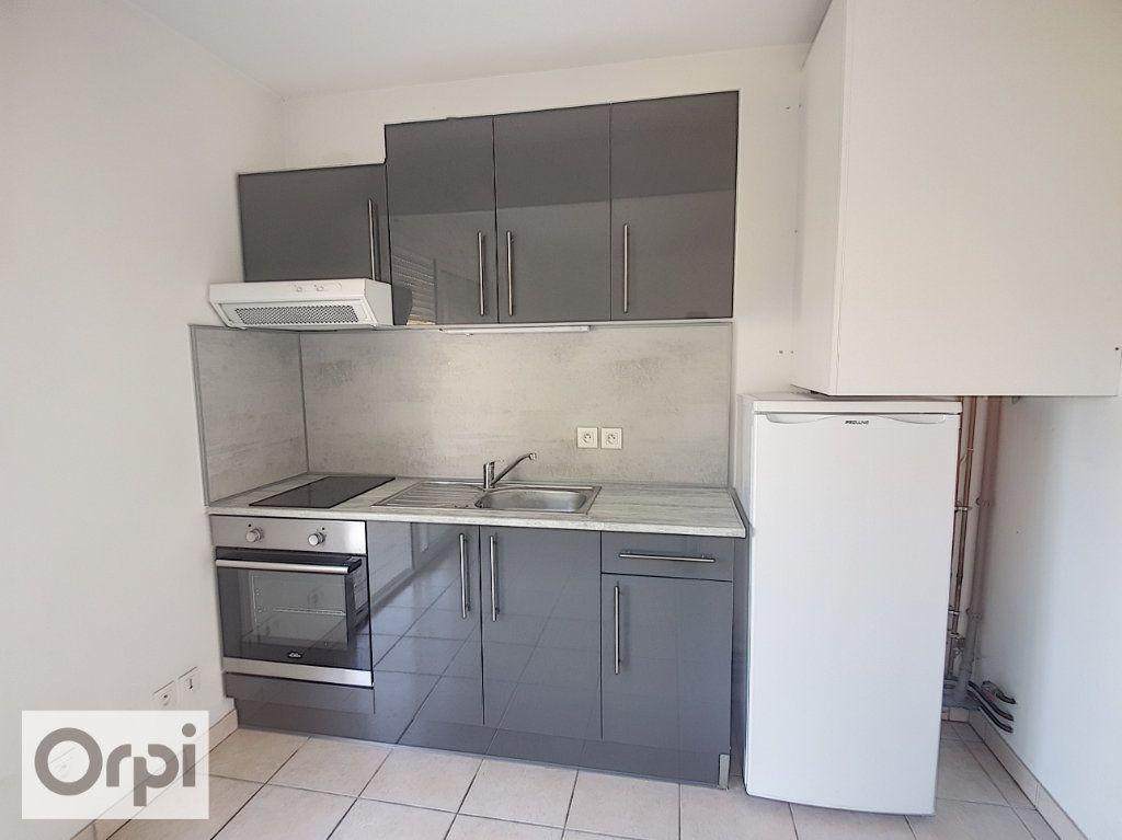 Appartement à louer 2 41.31m2 à Montluçon vignette-2