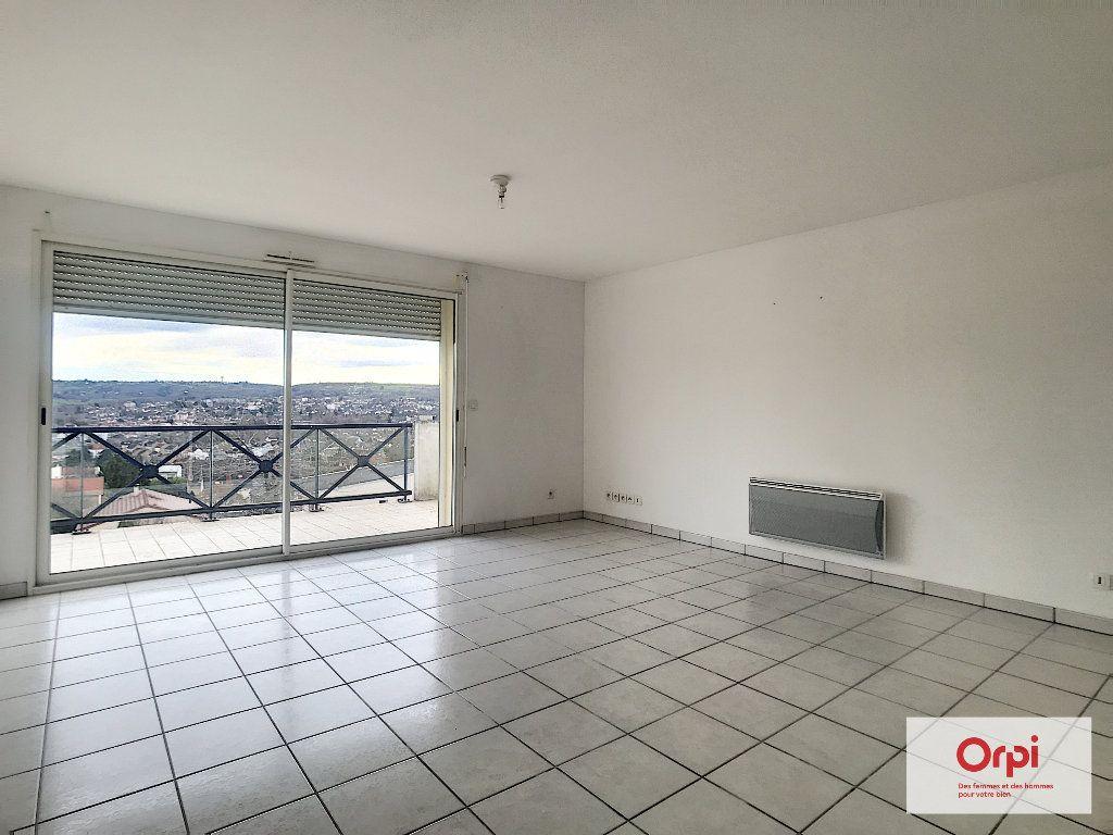 Appartement à louer 2 54m2 à Montluçon vignette-1