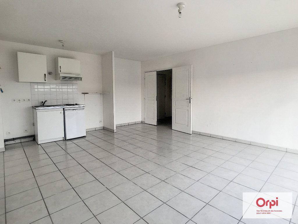 Appartement à louer 2 54m2 à Montluçon vignette-2