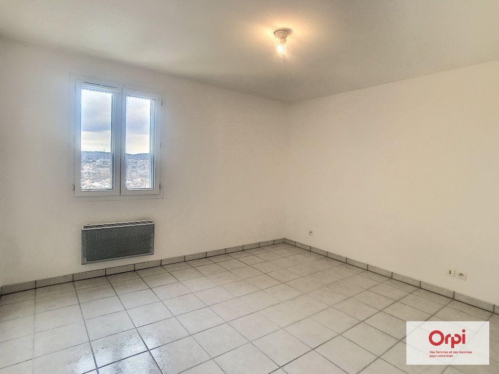 Appartement à louer 2 54m2 à Montluçon vignette-3