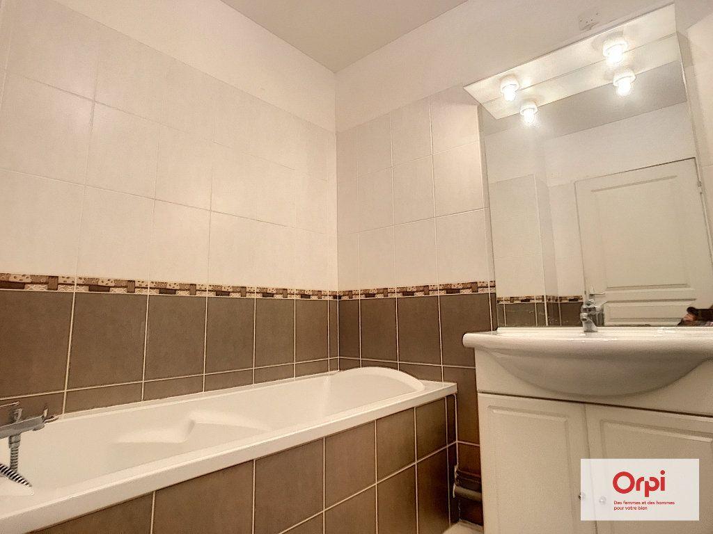 Appartement à louer 2 54m2 à Montluçon vignette-4