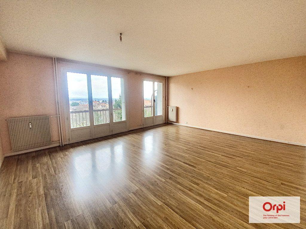 Appartement à louer 3 74m2 à Montluçon vignette-1