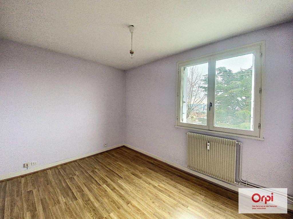 Appartement à louer 3 74m2 à Montluçon vignette-5