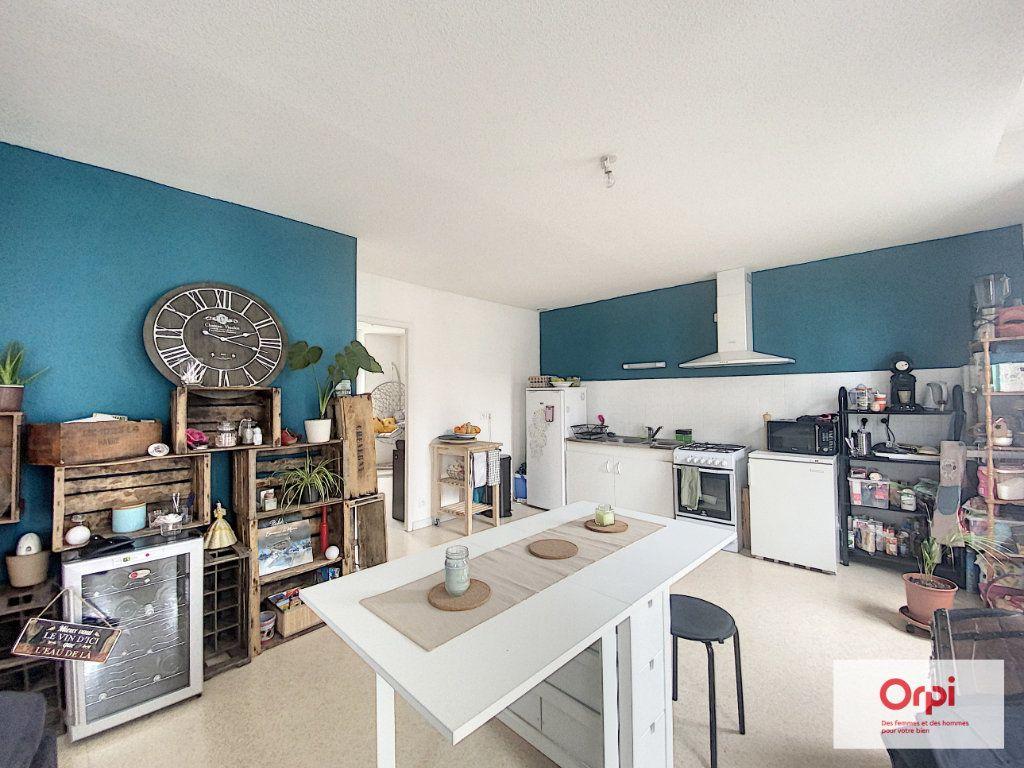 Appartement à louer 4 90.95m2 à Montluçon vignette-1
