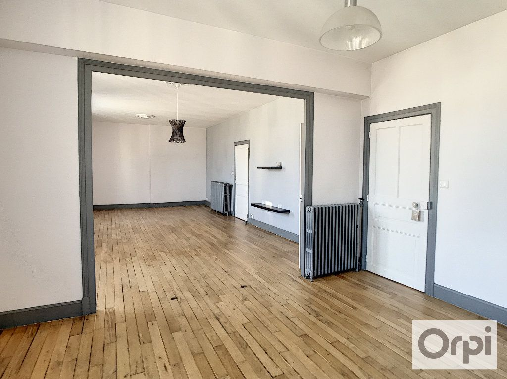 Appartement à louer 3 108m2 à Montluçon vignette-1