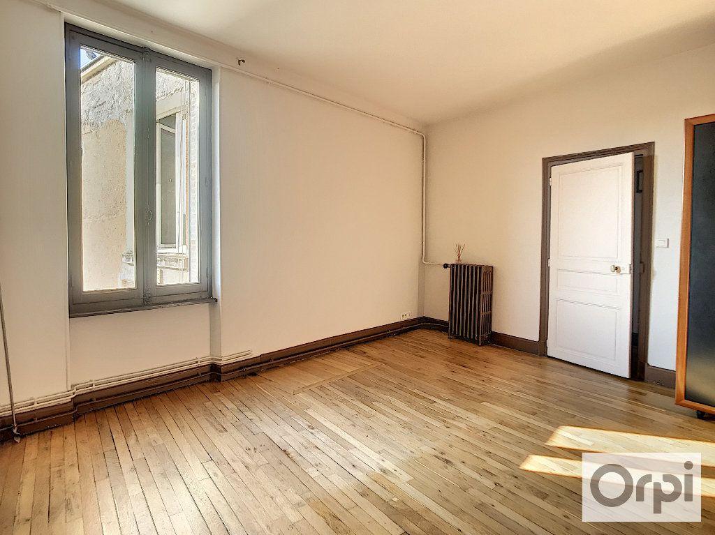Appartement à louer 3 108m2 à Montluçon vignette-4