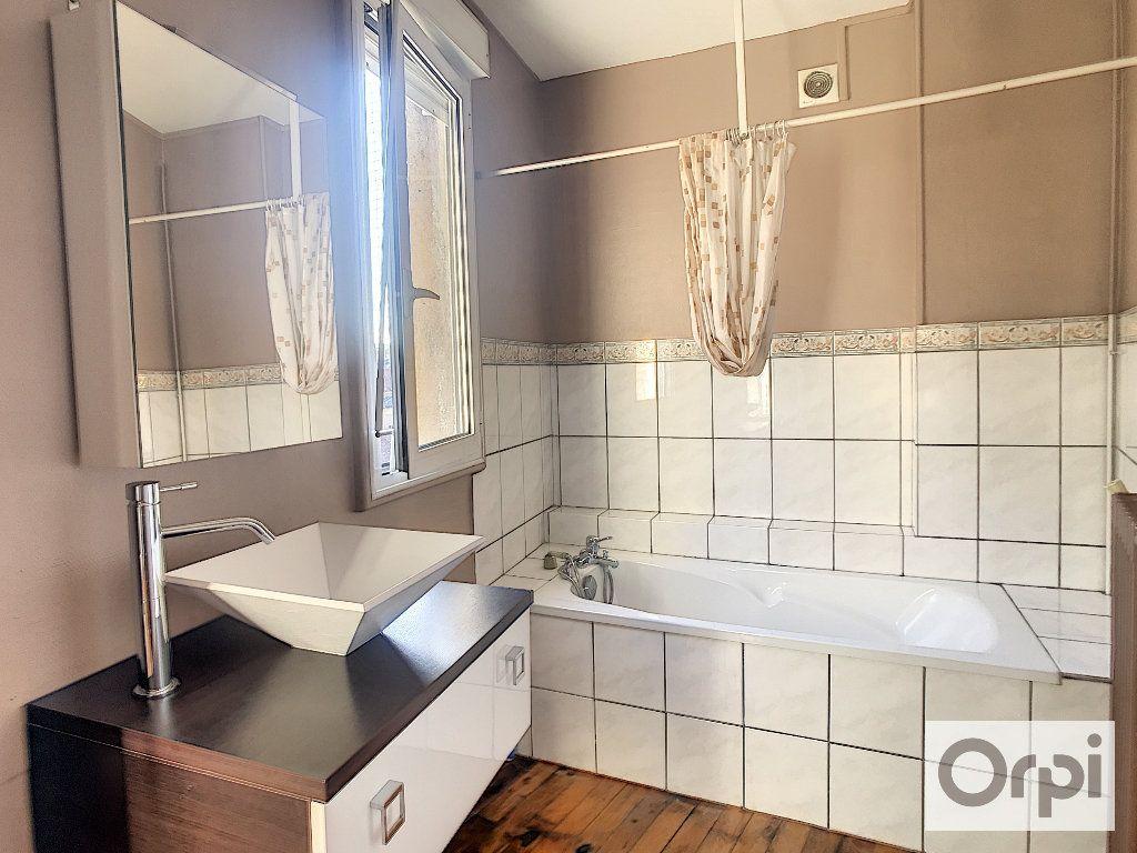 Appartement à louer 3 108m2 à Montluçon vignette-5
