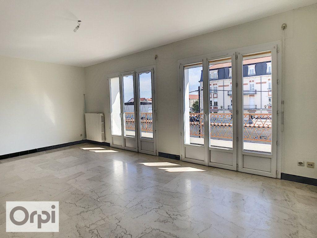 Appartement à louer 4 94m2 à Montluçon vignette-1