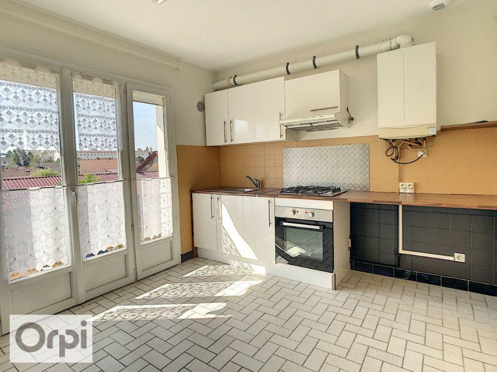 Appartement à louer 4 94m2 à Montluçon vignette-2