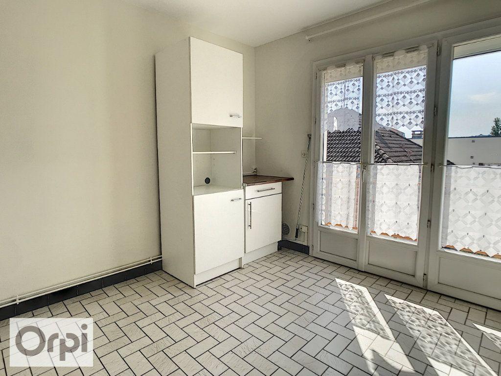 Appartement à louer 4 94m2 à Montluçon vignette-3