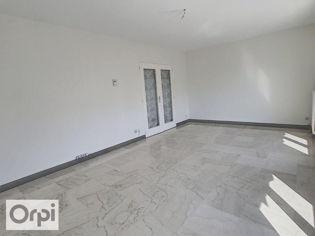 Appartement à louer 4 94m2 à Montluçon vignette-4