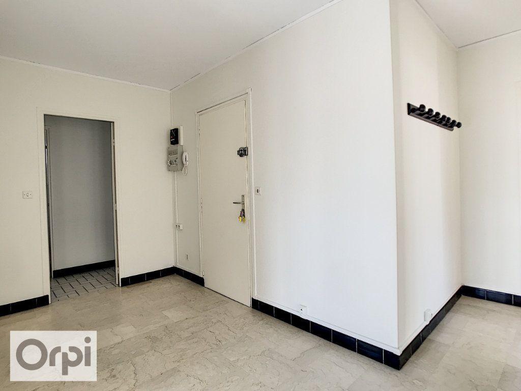Appartement à louer 4 94m2 à Montluçon vignette-6